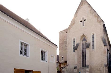 Propstei Weingut: Innenhof mit Ursulakapelle